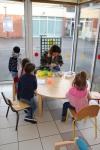 Les petits de La Perdriole préparent leurs crêpes