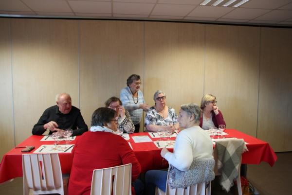 Ambiance familiale au repas du Club du 3ème Âge de La Briquette