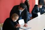Signature contrat un jeune une solution - 06 04 2021